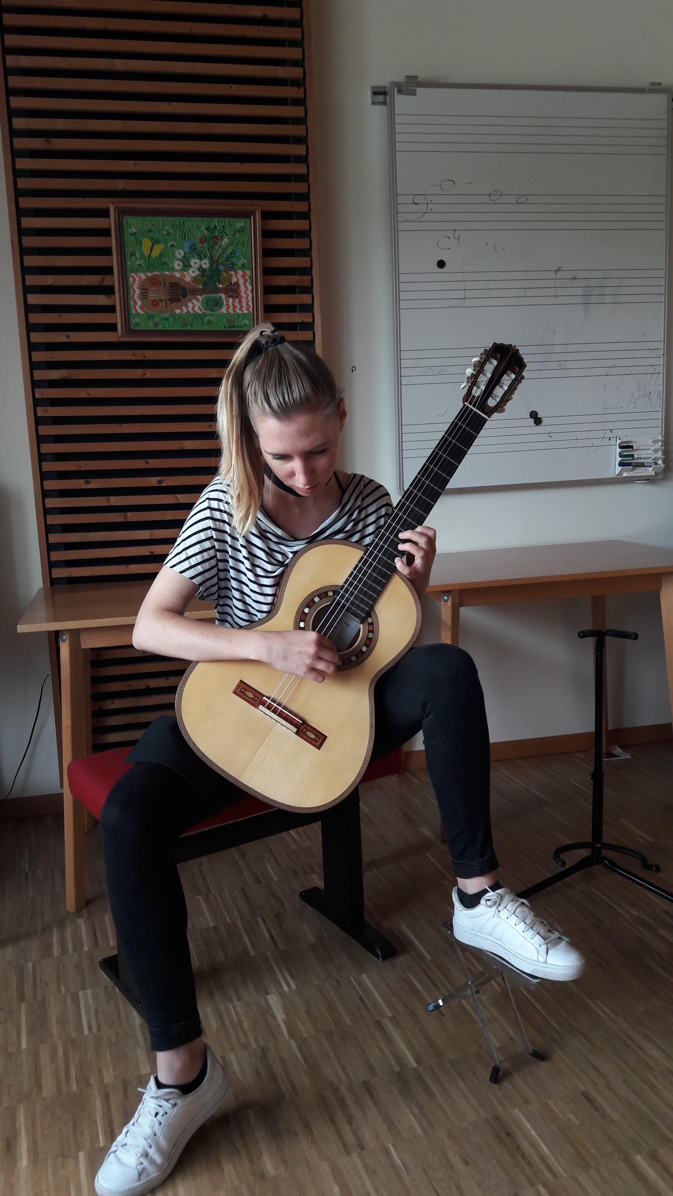 """Spela Simonisek playing Den Toom Luthier """"Ilona"""""""