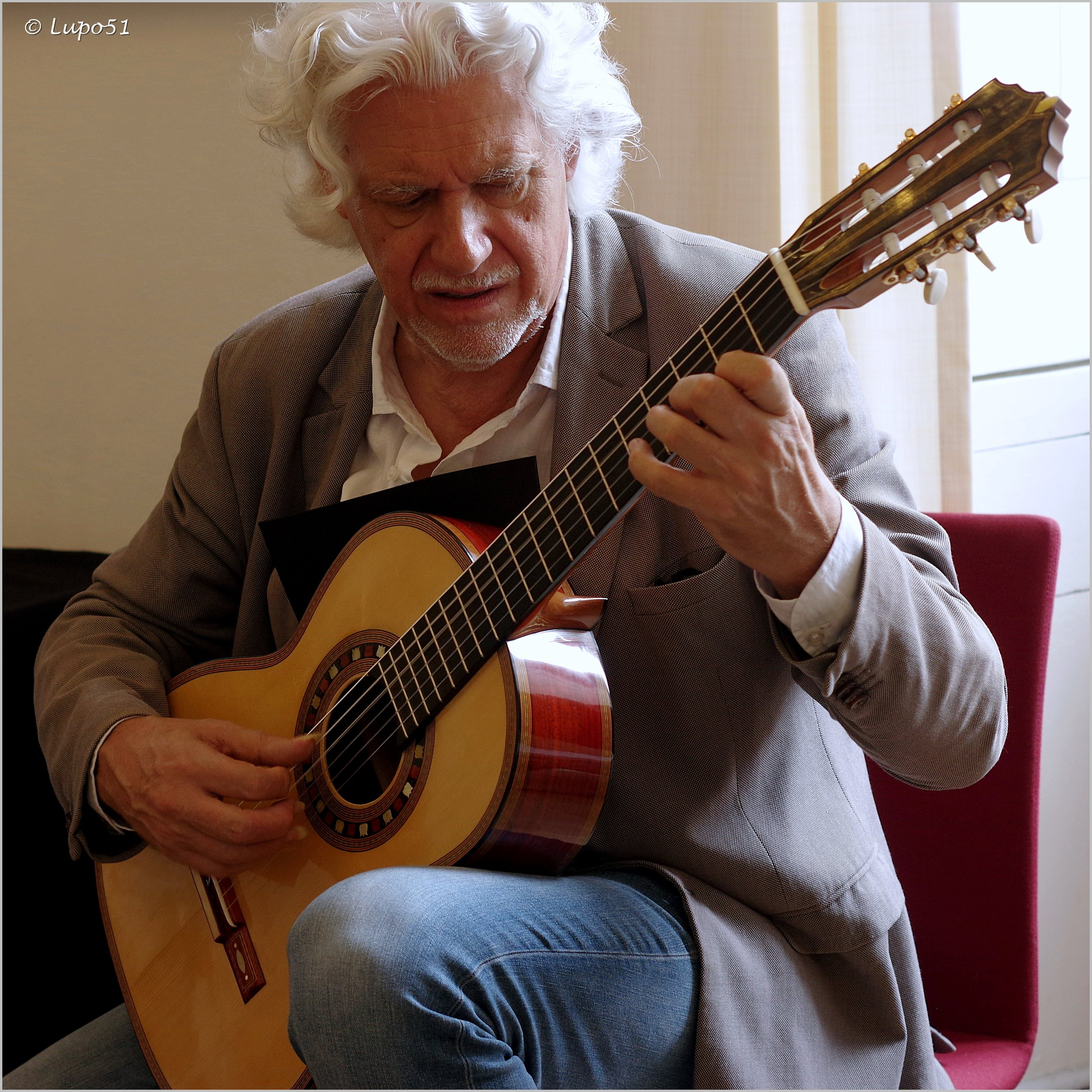 Maestro Hubert Käppel meets a Den Toom Luthier guitar for the first time!