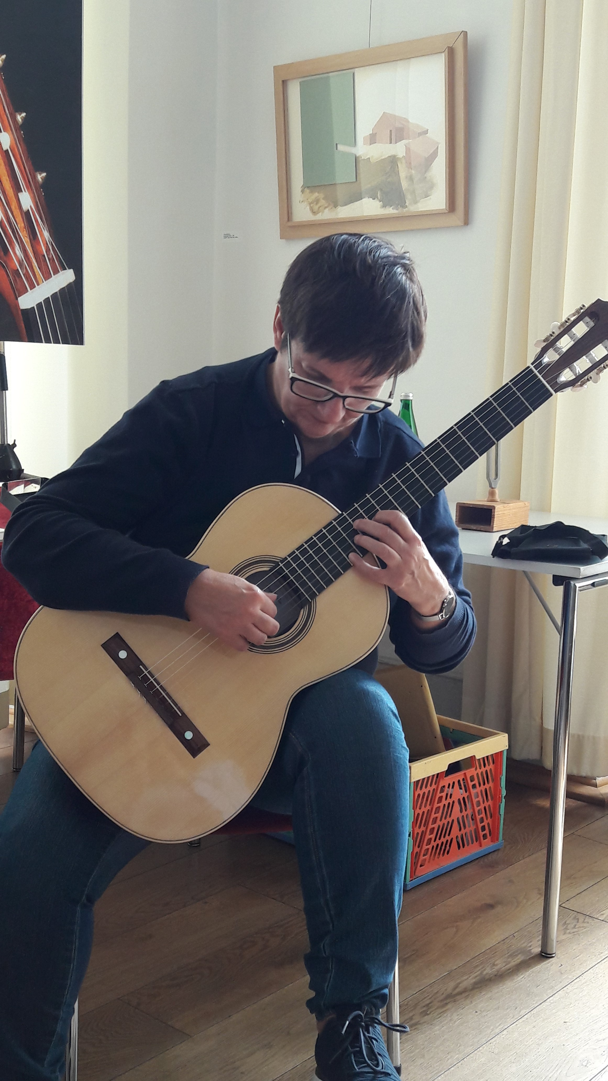 Ann van Baelenberghe meets a Den Toom Luthier for the first time.
