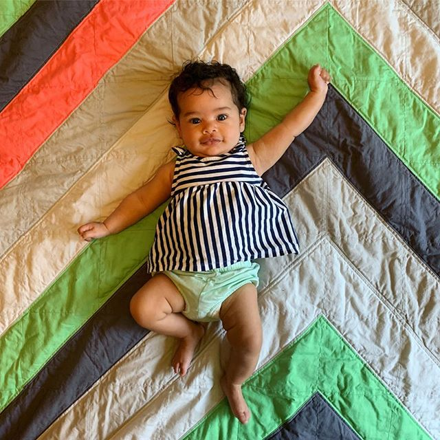I met @ettubrutalofficial's baby this week & brought her a quilt & decided that she's going to be my new baby model forever. Also this is my new favorite quilt design and I'm going to make like 10 more of these at least. . . . . #handmade #handmadeisbetter #recycled #upcycled #reducereuserecycle #salvaged #madeinmn #mnmade #work #wip #daily #craftsposure #makersmovement #sewing #quilting #quilt #quiltsofinstagram #quiltersofinstagram #quiltblock  #modernquilt #modernquilting #patchwork #improv #improvquilting