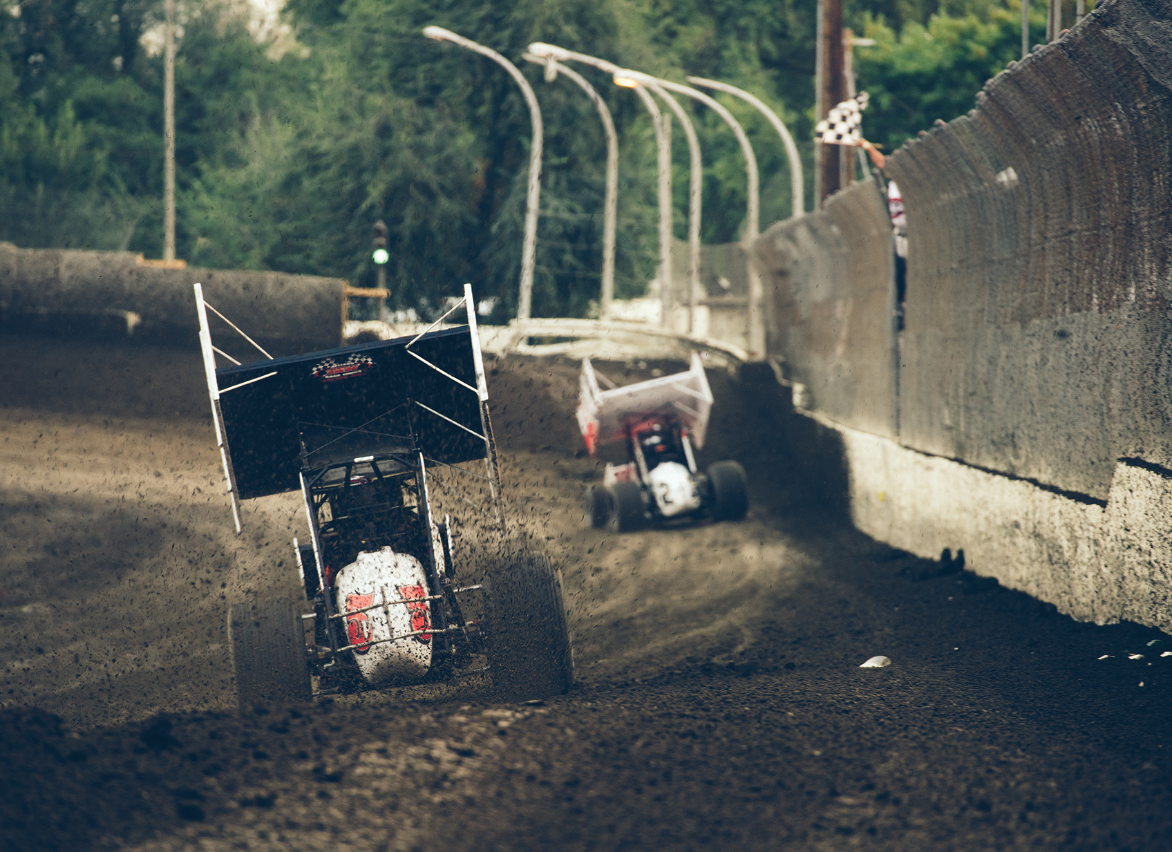 Winged 410 sprints on the front straight at Antioch.