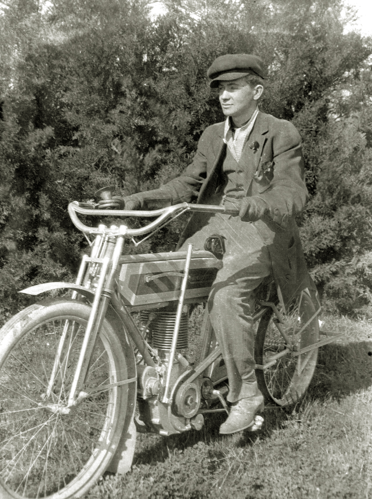 Very early shot of a natty fellow with a Excelsior Auto Cycle single circa 1909.