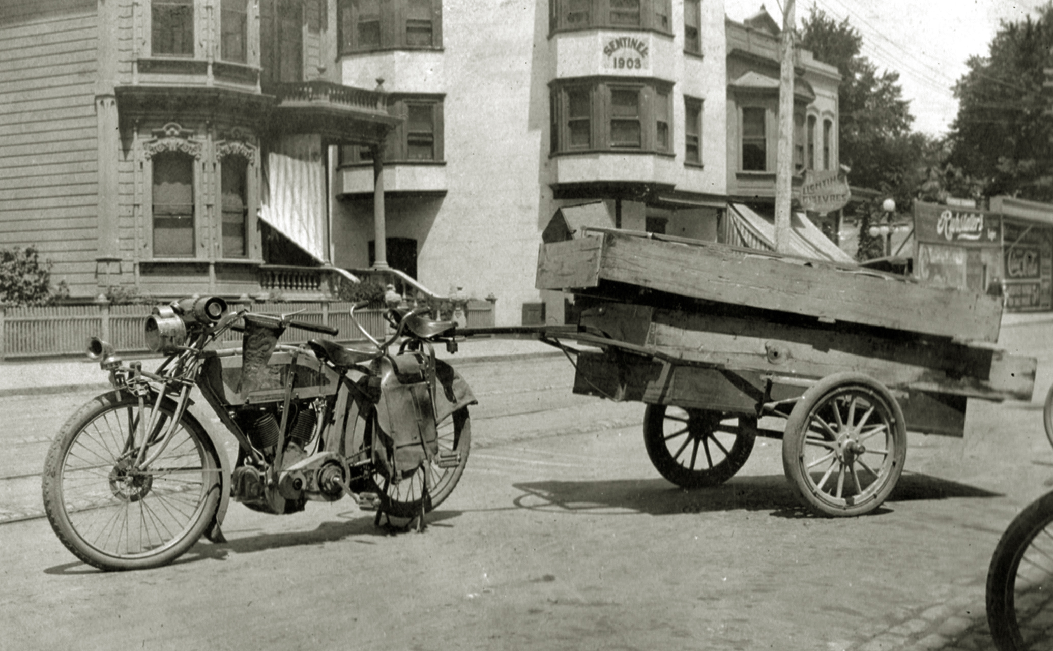 Riders were very Ingenious in this period and there are several shots of Langley towing trailers with a motorcycle.