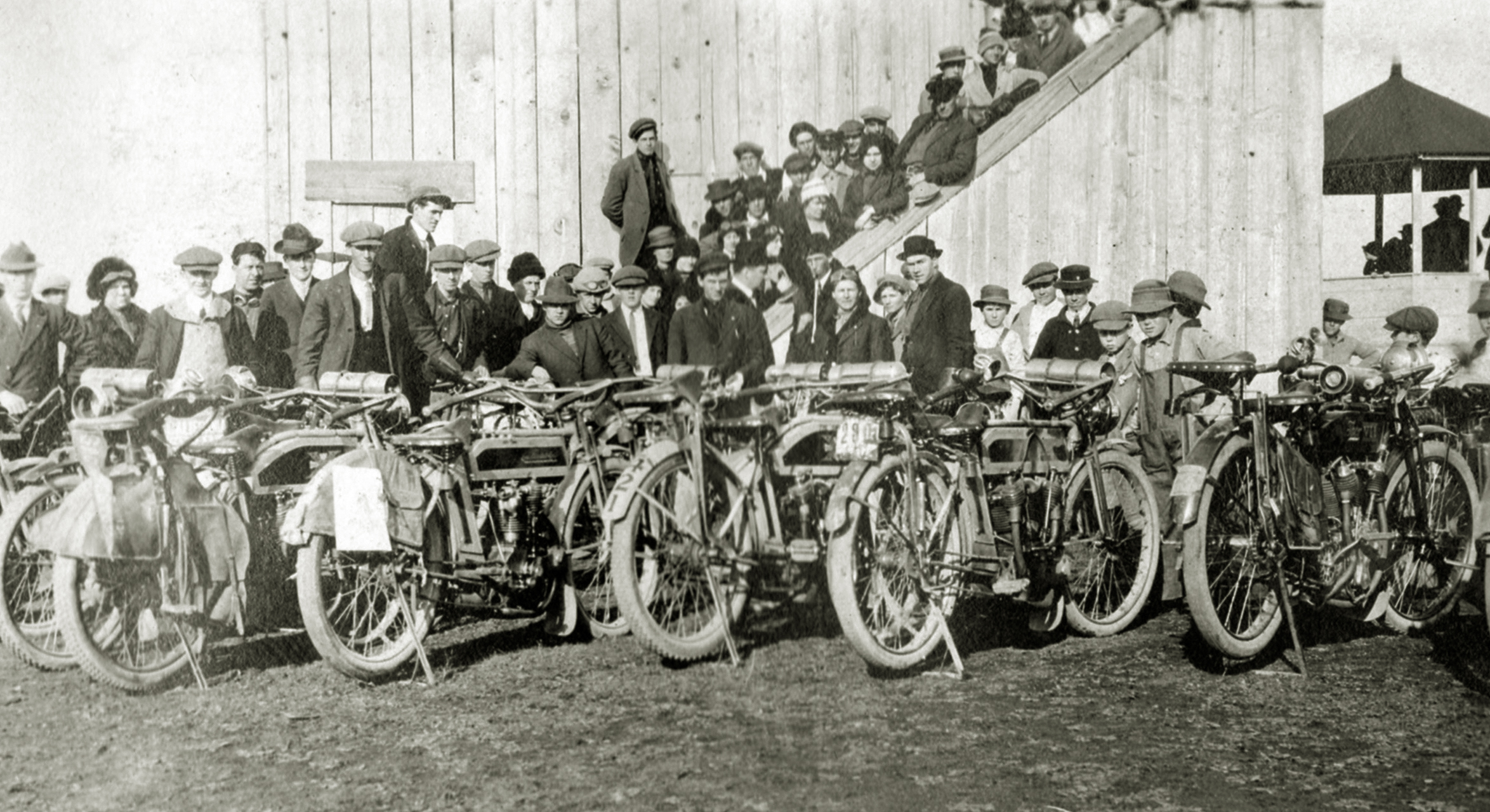 The scene behind the stands at the national championship races in 1913. These are Langley's customers who rode out en masse.