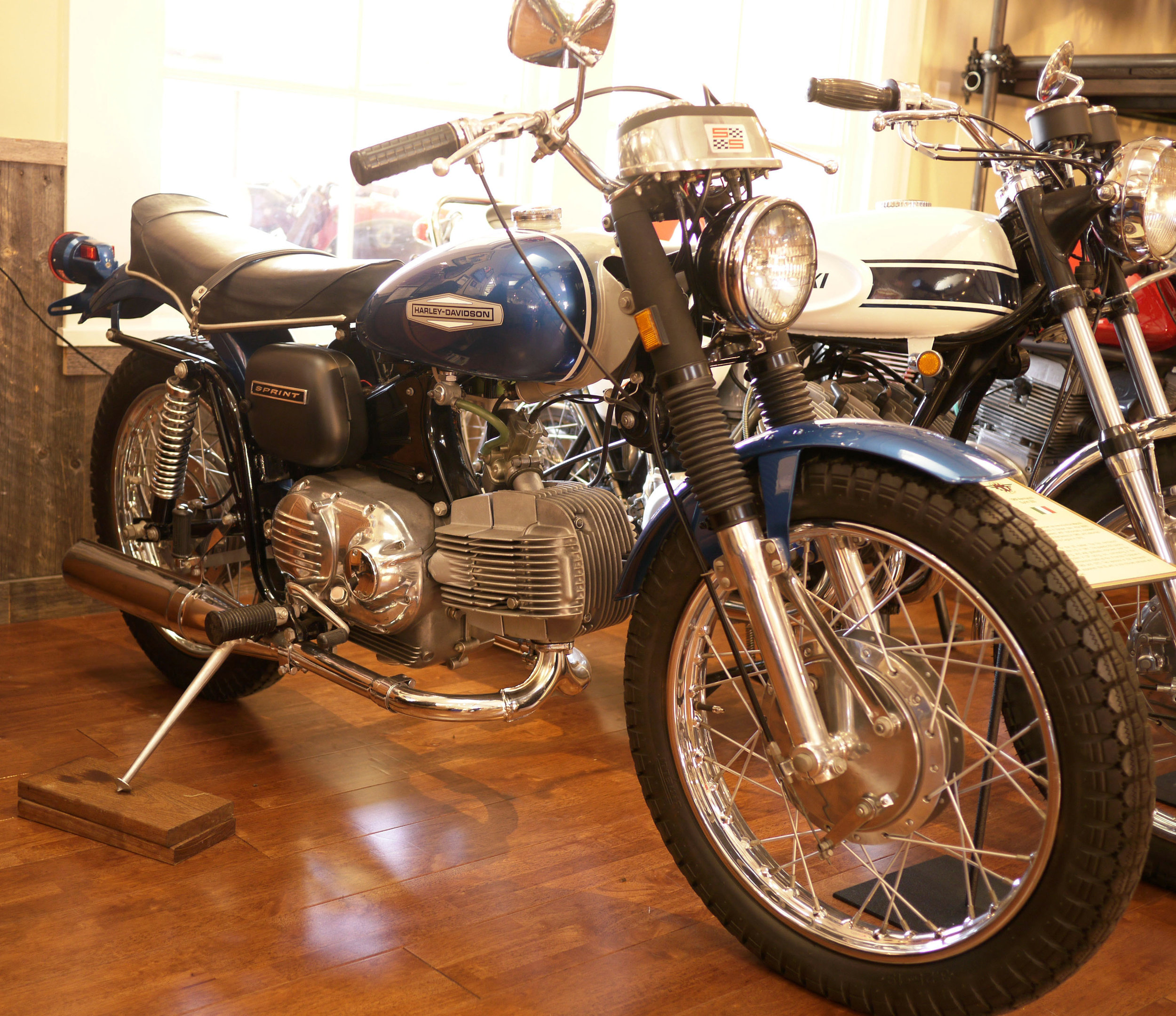 Super clean Harley Aermacchi Sprint 350. These are total sleepers.
