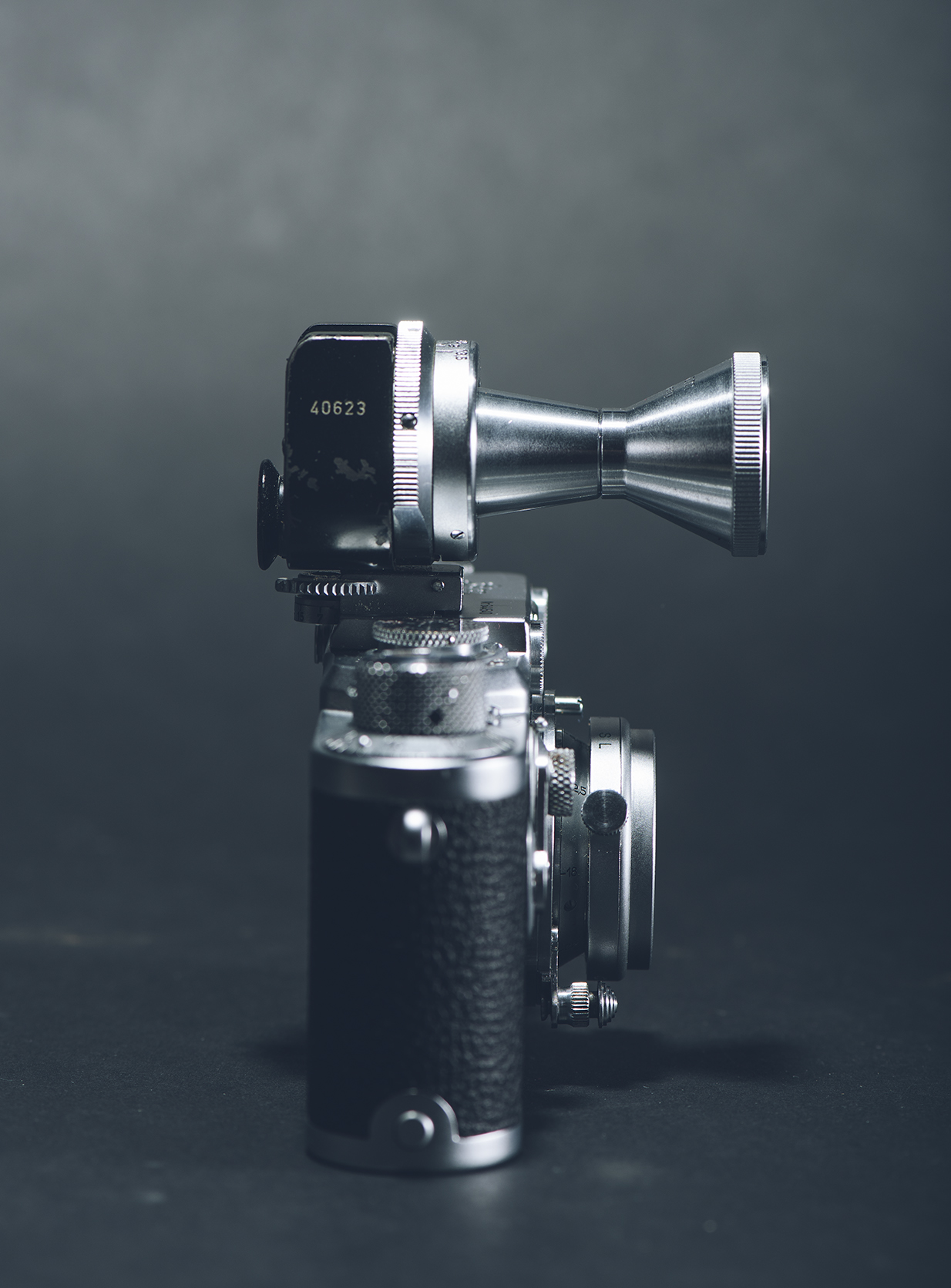 VIOOH viewfinder with the TUVOO 2.8 cm lens sits gloriously on top of the lllf