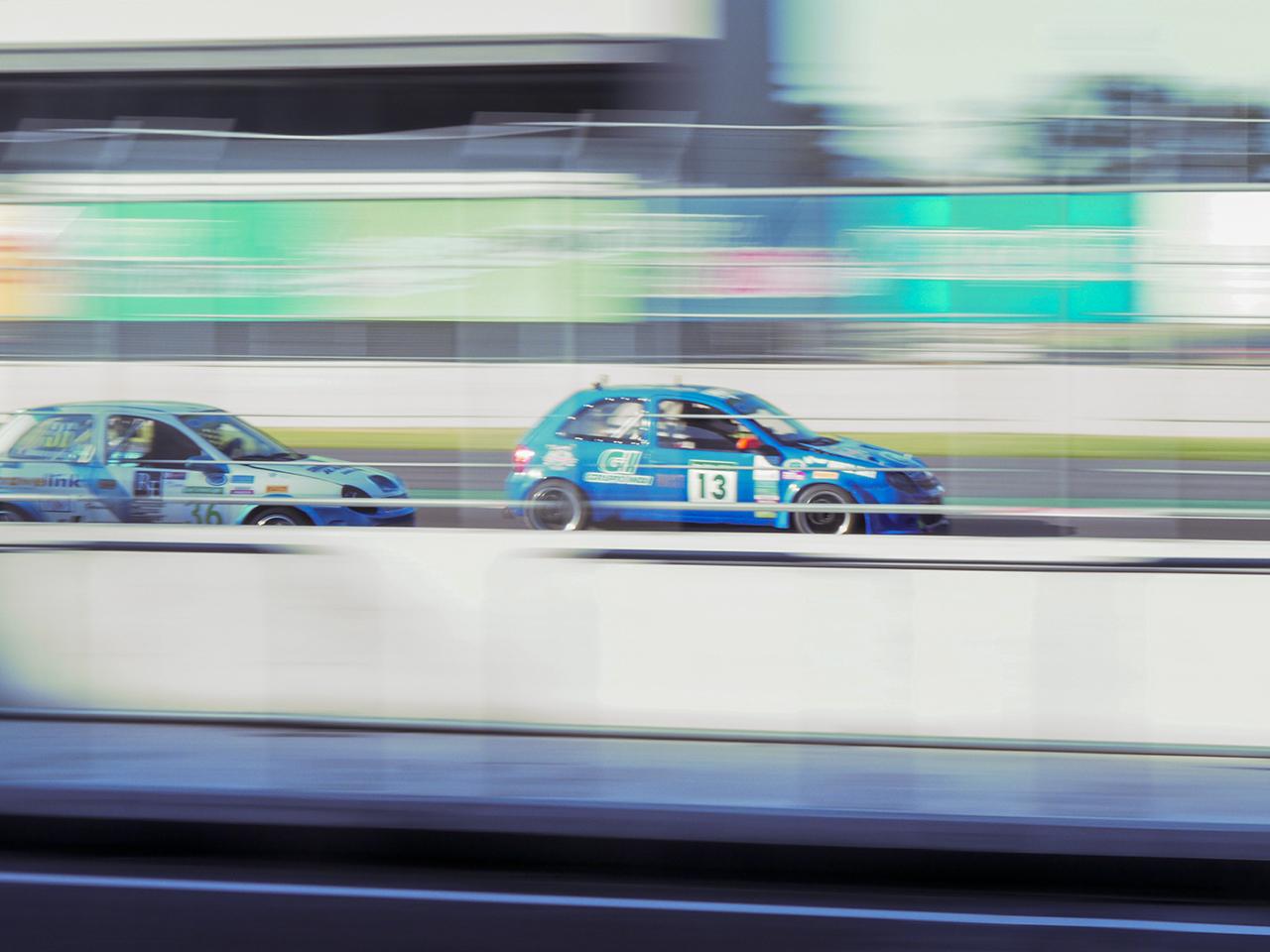 De Rivas battles another racer down the main straight.