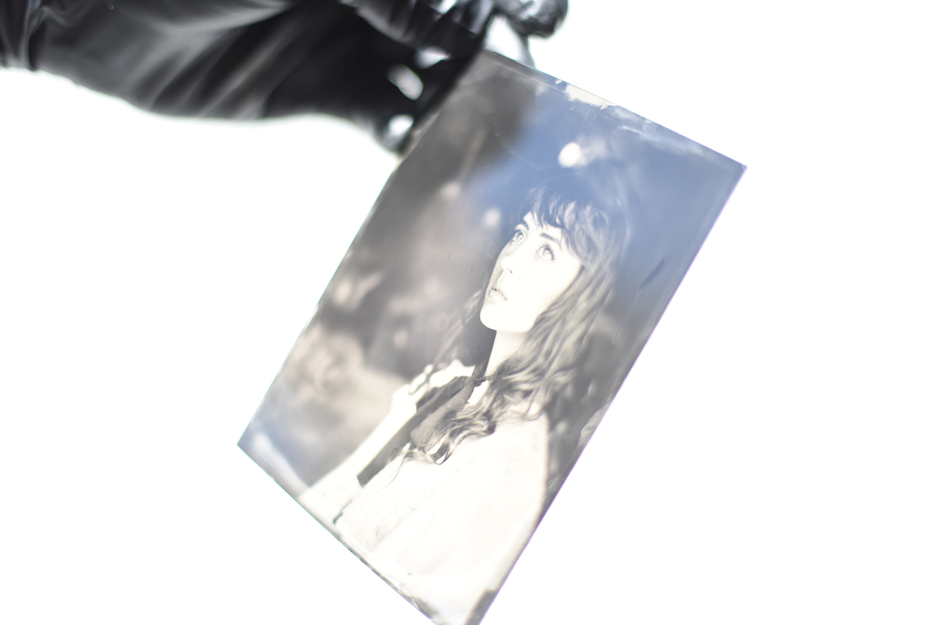 Model Dagney Hollmann materializes in silver on a tin plate.