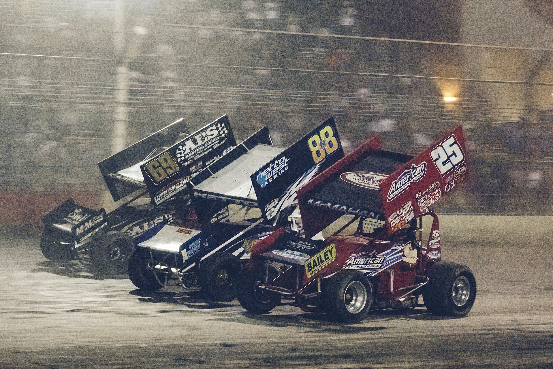 Racing three wide at Tulare with DJ Netto (88n) and Bobby McMahan (25), 2015.