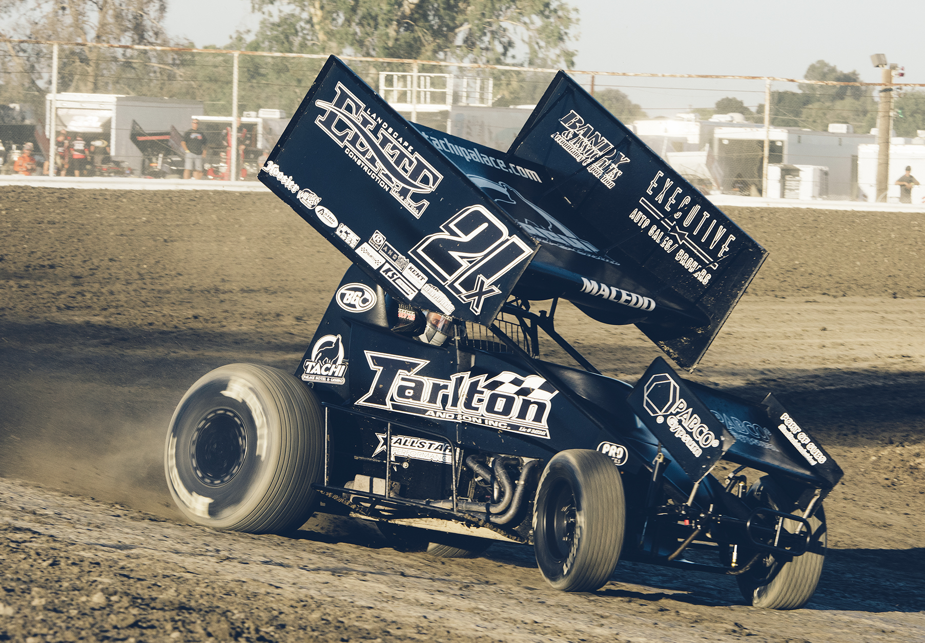 Driving the Tarlton 21x, here at Hanford, California, Macedo claimed the 2015 King of the West title for 410 sprint cars.