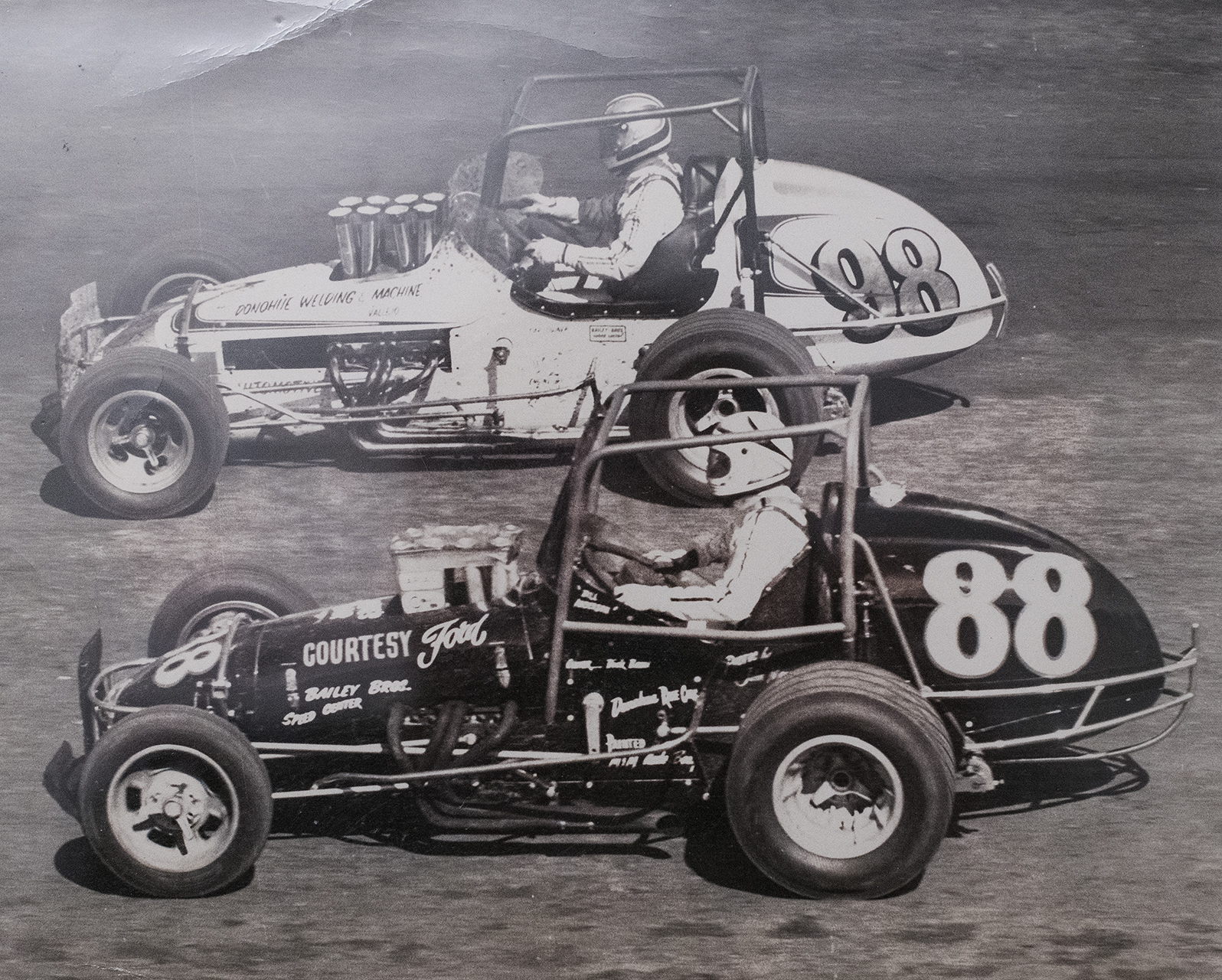 The Anderson brothers,—Johnny (98) and Bill—at Calistoga Speedway, 1974. (Archive photo)