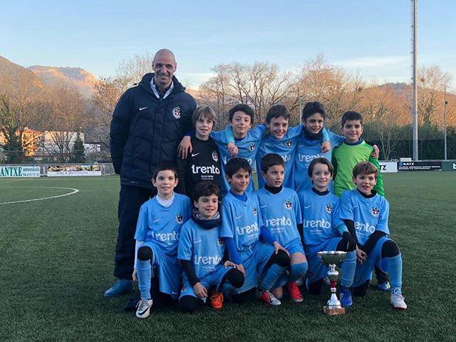 "Congratulations to Uritz Ansoalde, our Spanish Technical Director and coach of the @antiguoko_ke 2010 ""Benjamin Txiki"" team for winning the Torneo Benjamin de Arratia!!! 🏆"