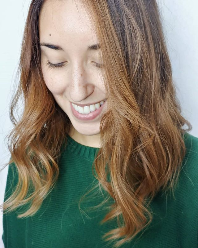 Passionate hairstylist create passionate hairstyles. At Headspace we strive for your natural beauty and build off of it. . . . Check out this hand painted Carmel Balayage by @van_savage_ . . . #headspacesouthside #ecosalon #hairsalon #hairstylist #haircut #Balayage #carmelbalayage #bronzebalayage #handpainting #handpaintedhair #davineshair #davineshaircare #davinescolor #davines #essentialhaircare #essentialbeauty #nauturalbeauty