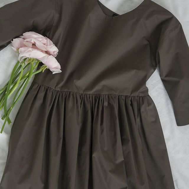 I have one Romeo dress in Medium in gray green cotton left in the shop: frazierandwing.com if anyone wants a pretty summer dress. Final markdown price is $100. ( pictured in Ochre on site - click on Ochre image to order gray green color)