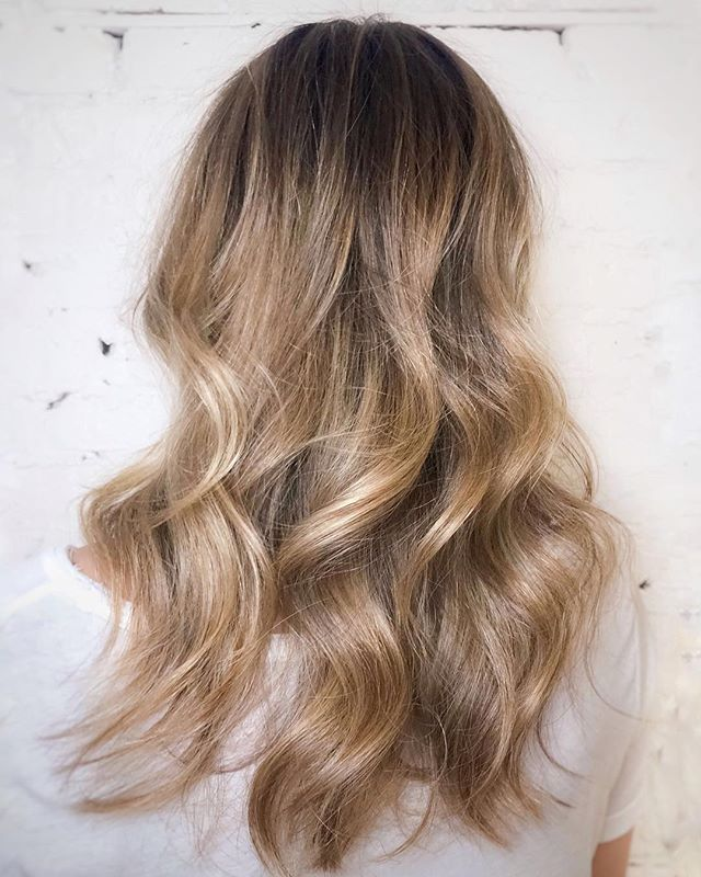 Beautiful blonde balayage is sure to put a smile on your face as the days get shorter leading up to the holiday season! - - -  #CHLhairbyMac #customhairlounge #chicagohairstylist #midwesthairstylist #chicagosalon #chicagohair #lincolnpark #linconlparkhair #lincolnparksalon #chicagostylist #blonde #blondehair #balayage #blodebalayage #platinumblonde #balayageombre #sexyhair #ashblonde #wavyhair #hairtrends #rootmelt #shadowroot #behindthechair #modernsalon #beautylaunchpad #bestofbalayage #hairpainting #colormelt #layers #platinumhair