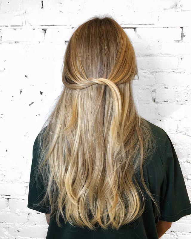 Natural blonde balayage! - - - #machorn #chlhairbymac #customhairlounge #balayage #chicagohair #layers #blonde #lincolnpark #bronde #highlights #chicagohairstylist #longhair #brondebalayage #colormelt #rootmelt #chicagosalon #alfaparf #wavyhair #hairtrends #brondehair #blondebalayage #chicagostylists #blondehair #lincolnparksalon #completeyourcolor #colorcompleteambassador #moprofessional #crafthaircolor #beautylaunchpad #behindthechair