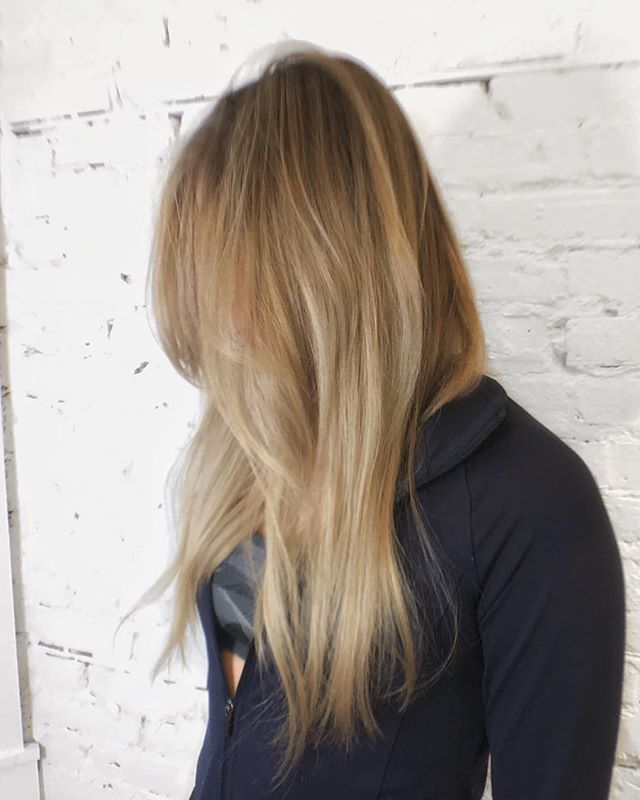 Full micro highlights with a rooted shadow glaze • We used @olaplex  in every step of this process to keep the hair healthy and shiny. To keep this look going in between salon visits my guest took home @refstockholm  Shine Spray, Cool Silver Shampoo and Thickening Spray - - - #machorn #CHLhairbyMac #customhairlounge #chicagohairstylist #midwesthairstylist #chicagosalon #chicagohair #lincolnpark #linconlparkhair #lincolnparksalon #chicagostylist #blonde #blondehair #balayage #rootmelt #platinumblonde #rootshadow #ashblonde #wavyhair #hairtrends #shadowroot #shadowroot #behindthechair #modernsalon #beautylaunchpad #bestofbalayage #hairpainting #colormelt #layers #platinumhair
