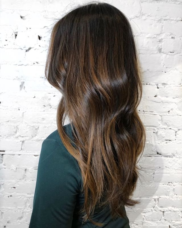 Balayage on natural dark hair can produce beautiful caramel and honey tones that are flattering in the colder months in Chicago!  - - - #machorn #CHLhairbyMac #customhairlounge #chicagohairstylist #midwesthairstylist #chicagosalon #chicagohair #lincolnpark #linconlparkhair #lincolnparksalon #chicagostylist #brunette #balayage #bronde #hairpainting #hairbrained #olaplex #balayagehighlights #hotonbeauty #hairofinstagram #babylights #licensedtocreate #authentichairarmy #cosmoprofbeauty #modernsalon #beautylaunchpad #stylistssupportingstylists #allaboutdahair #colormelt #balayageombre
