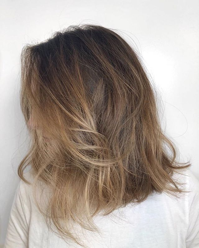 Bright sun kissed natural balayage that looks like you spent the summer at the beach ☀ - - - #machorn #CHLhairbyMac #customhairlounge #chicagohairstylist #midwesthairstylist #chicagosalon #chicagohair #lincolnpark #linconlparkhair #lincolnparksalon #sunkissed #balayage #chicagohair #colormelt #bronde #blondebalayage #alfaparf #brondehair #hairinspo #chicagostylists #beauty #beautylaunchpad #chicagostylist #olaplex #babylights #hairpainting #balayagehighlights #hairinspiration #allaboutdahair