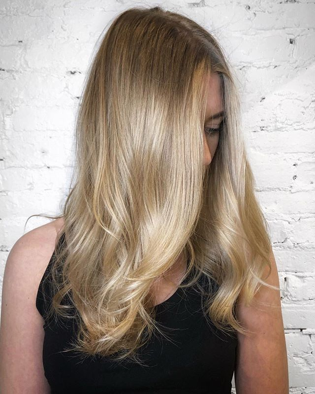 Softly blended hand painted blonde balayage with a neutral cool tone to keep the grow out easy - - - #machorn #CHLhairbyMac #customhairlounge #chicagohairstylist #midwesthairstylist #chicagosalon #chicagohair #lincolnpark #linconlparkhair #lincolnparksalon #balayage #blonde #colormelt #hairtrends #longhair #alfaparf #blondebalayage #blondehair #hairinspo #crafthaircolor #bestofbalayage #beautylaunchpad #platinumblonde #platinumhair #chicagostylist #babylights #longhairdontcare #hairofinstagram #hairpainting #1000orbust