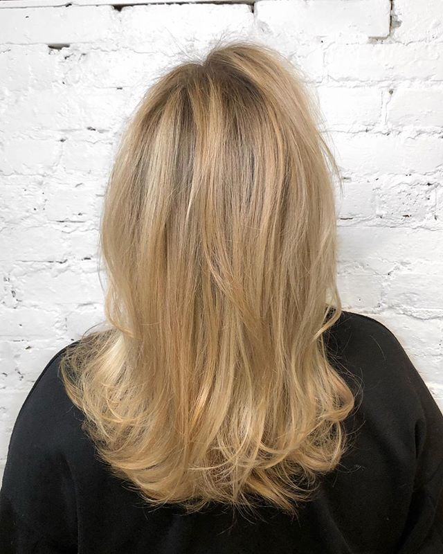 Full balayage with just a bit of natural root left in for a shadow effect using @olaplex to keep the hair healthy • We used @refstockholm Ultimate Repair shampoo, masque and Leave In Conditioner to add moisture back into the hair after going a little lighter with the blonde - - - #machorn #CHLhairbyMac #customhairlounge #chicagohairstylist #midwesthairstylist #chicagosalon #chicagohair #lincolnpark #linconlparkhair #lincolnparksalon #chicagostylist #blonde #blondehair #balayage #blodebalayage #platinumblonde #balayageombre #ashblonde #wavyhair #hairtrends #rootmelt #shadowroot #behindthechair #modernsalon #beautylaunchpad #bestofbalayage #hairpainting #colormelt #layers #platinumhair