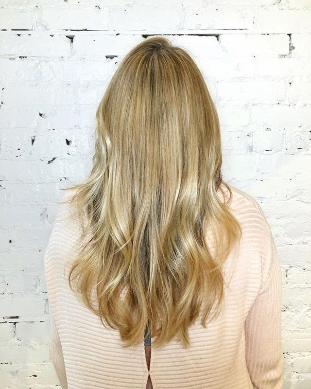 Buttery blonde highlights are the perfect way to warm up in Chicago winter! W did micro highlights and two glaze formulas to create this look. For the cut we did long layers with internal layers to support volume! • • • #machorn #chlhairbymac #customhairlounge #balayage #chicagohair #blonde #lincolnpark #bronde #highlights #chicagohairstylist #longhair #chicagosalon #alfaparf #crafthaircolor #bestofbalayage #beautylaunchpad #platinumblonde #platinumhair #blondebalayage #colormelt #layers #brondebalayage #hairtrends #chicagoblog #photosoot #moprofessional #colorcompleteambassador #rootmelt #lincolnparksalon #goldielocks
