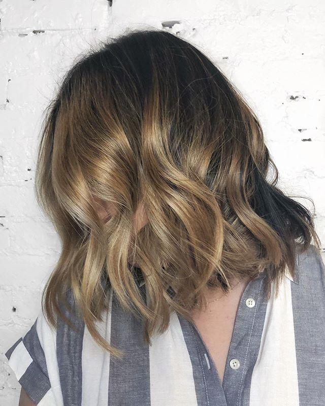 Winter blonde is as easy as using a slightly darker glaze ✨ - - - - #machorn #CHLhairbyMac #customhairlounge #chicagohairstylist #midwesthairstylist #chicagosalon #chicagohair #lincolnpark #linconlparkhair #lincolnparksalon #balayage #lincolnpark #chicagohair #layers #bronde #longhair #brunette #wavyhair #blondebalayage #brondebalayage #lincolnparksalon #chicagostylists #bestofbalayage #behindthechair #hairinspo #colormelt #olaplex #hairpainting #highlights #hairgoals