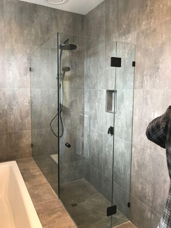 enclosed shower.jpg