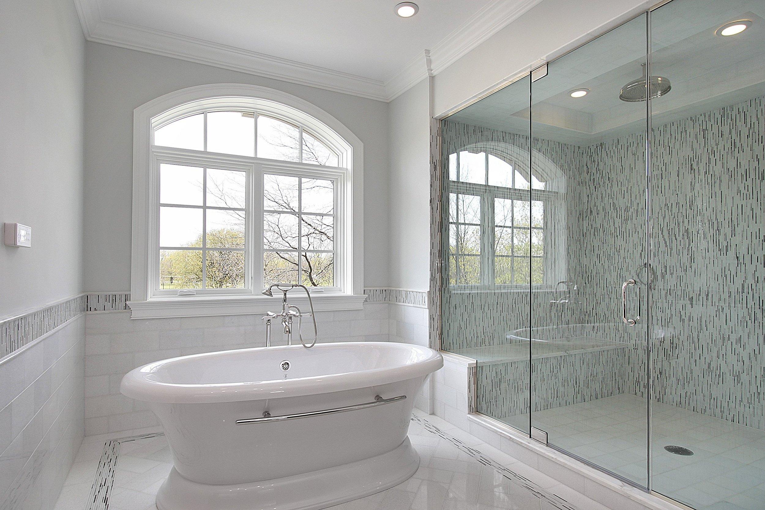 big shower w tub.jpg