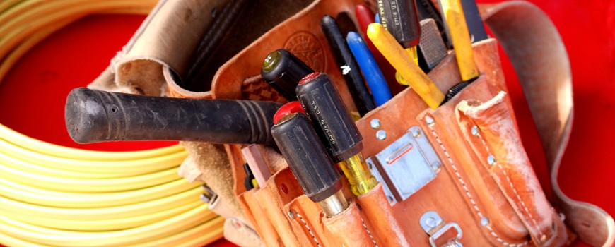 Electrician-Tools-NCE-Image-870x350.jpg