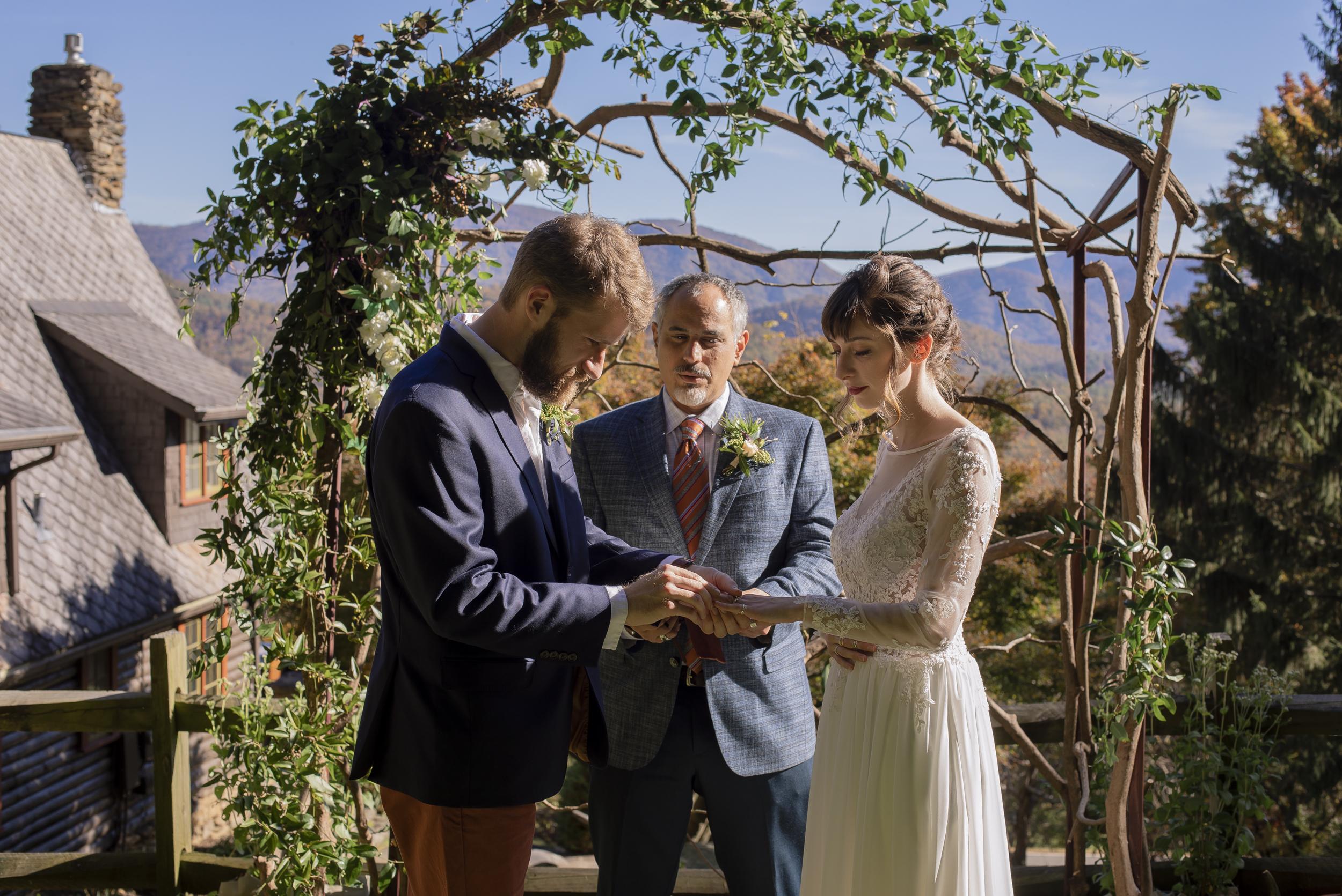 Laurel Falls Wedding October 2018_Allison and Josh__Lola Salon_Flora_Photo by Studio Misha Photography-33.jpg