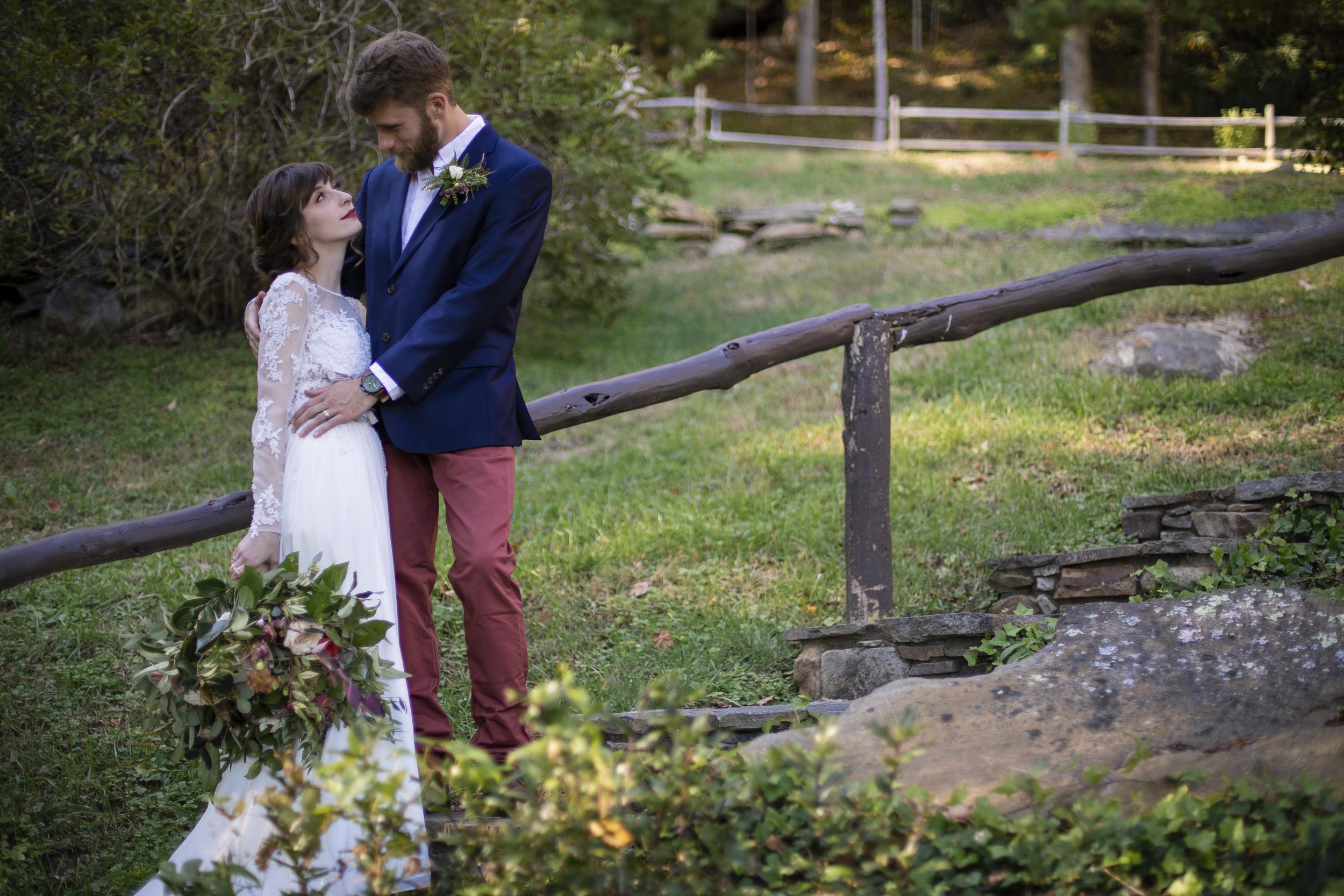 Laurel Falls Wedding October 2018_Allison and Josh__Lola Salon_Flora_Photo by Studio Misha Photography-62.jpg