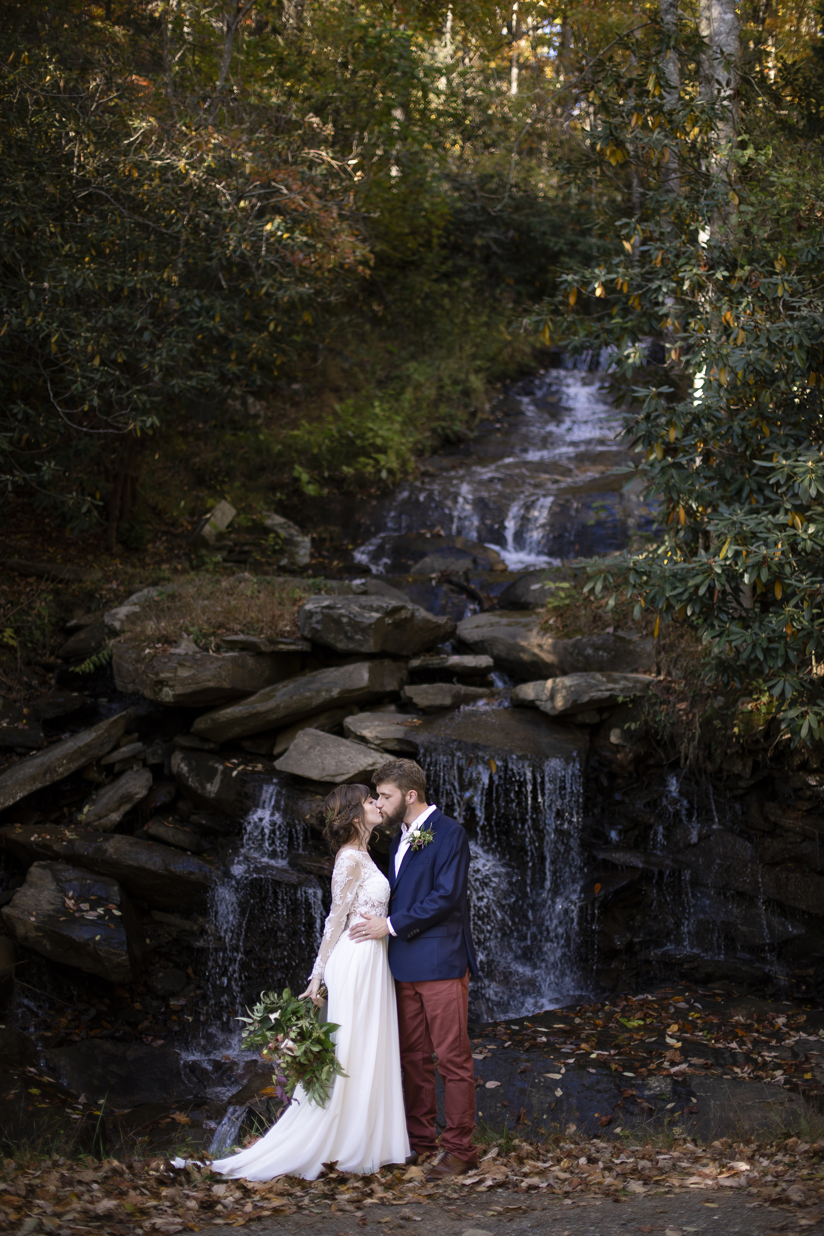 Laurel Falls Wedding October 2018_Allison and Josh__Lola Salon_Flora_Photo by Studio Misha Photography-106.jpg