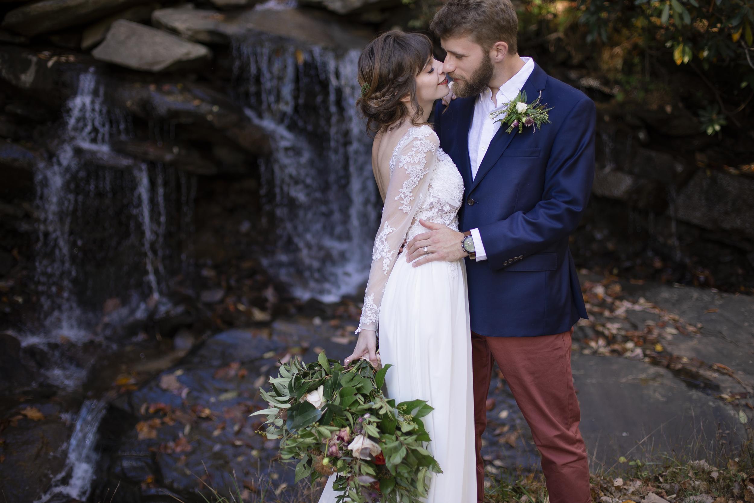 Laurel Falls Wedding October 2018_Allison and Josh__Lola Salon_Flora_Photo by Studio Misha Photography-109.jpg