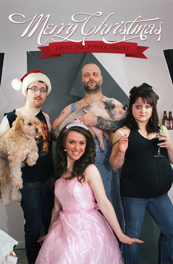 Watch-the-weirdest-Christmas-card-of-a-family1.jpg