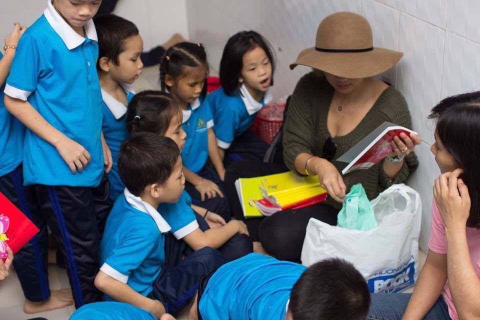 The children gather around Ms. Nguyen to read.