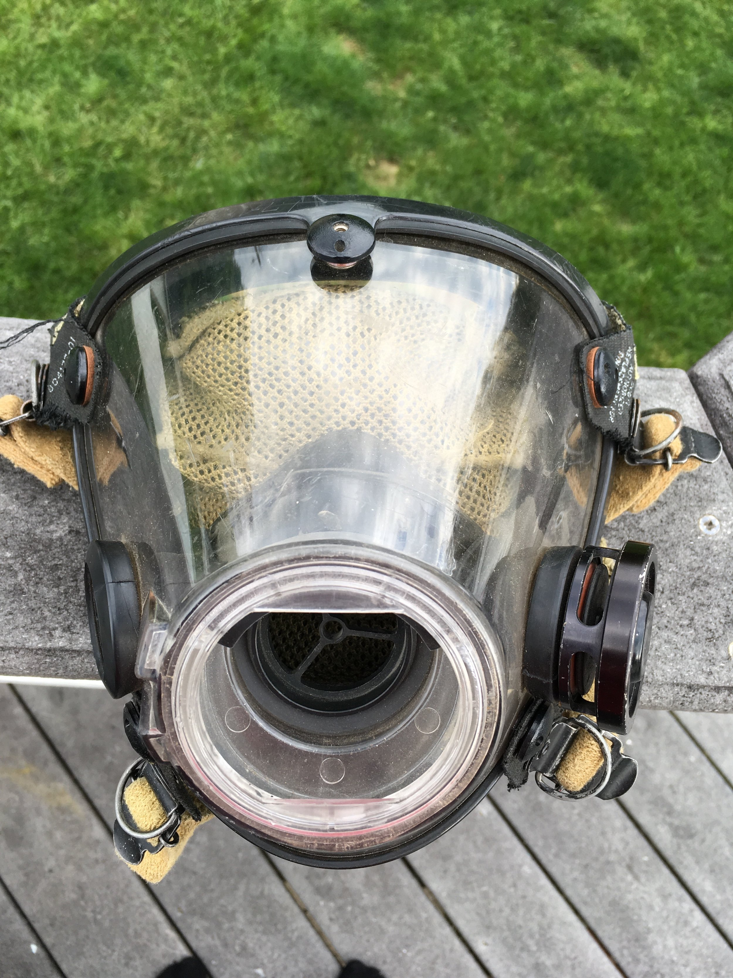 Scott AV 2000 with Exhalation valve on the left side respective to the mask. If you look close you can see the red valve seal.