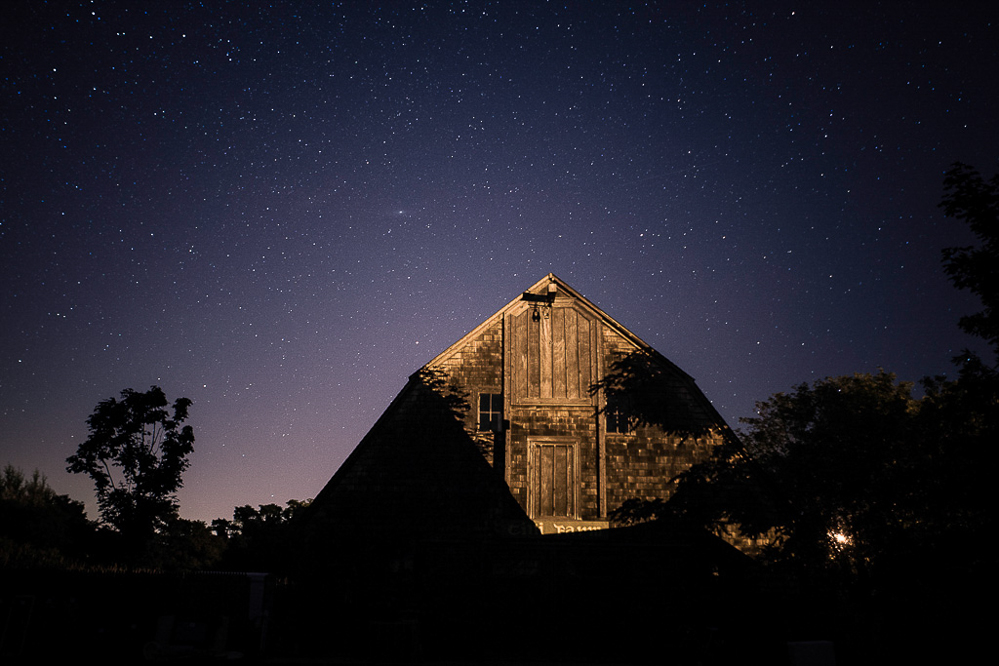 GRANGE   Hampton farm nestled in a starry nigh
