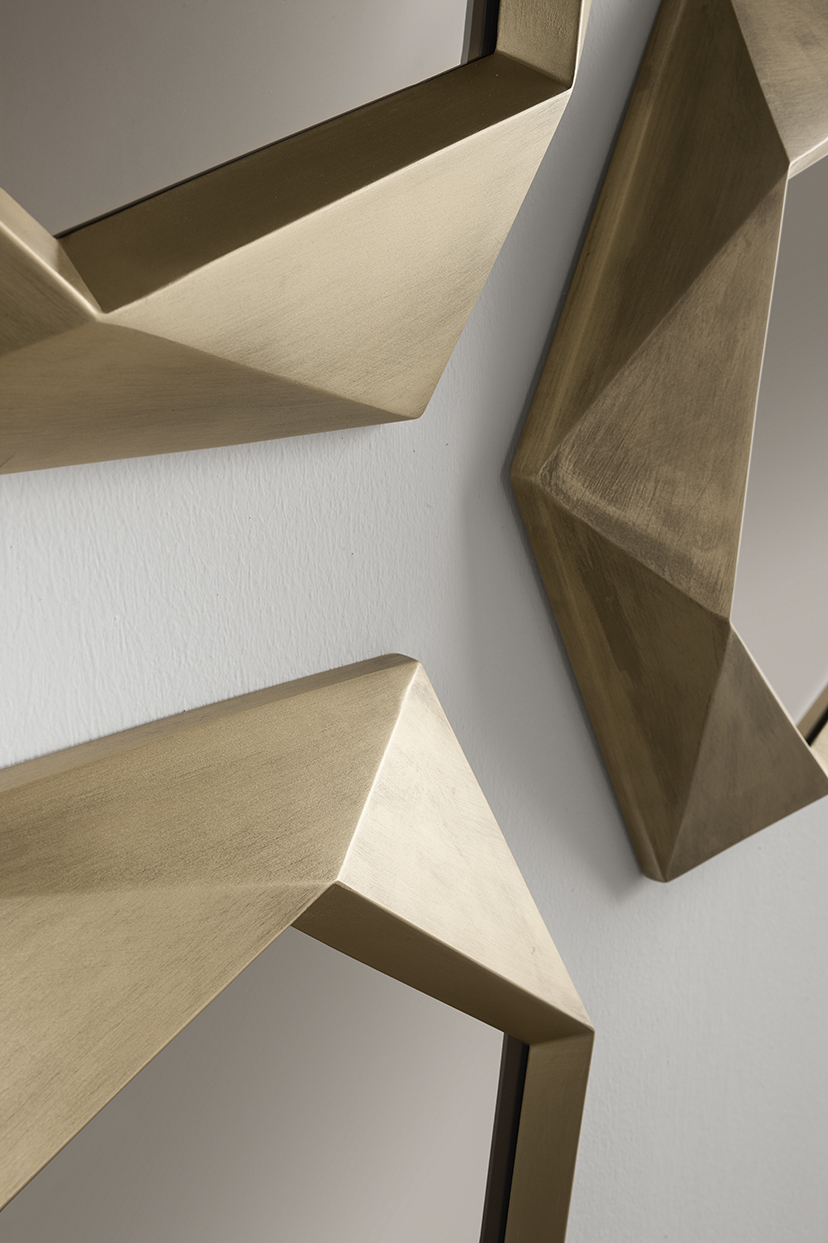 Marie-Burgos-Design.Eclisse-Calliope-Mirror.Close-up.Angle.MBcollection.jpg