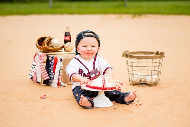 You're killing me smalls with all this cuteness!!!!⠀⠀⠀⠀⠀⠀⠀⠀⠀ .⠀⠀⠀⠀⠀⠀⠀⠀⠀ .⠀⠀⠀⠀⠀⠀⠀⠀⠀ .⠀⠀⠀⠀⠀⠀⠀⠀⠀ #CierraSmithPhotography #GeorgiaPhotographer #GeorgiaPhotography #SouthernFriedPhotographers #FamilyPhotography #FamilyPhotographer #FamilyPortraits #StatesboroPhotographer #AugustaPhotographer #SylvaniaPhotographer #Family #Child #baseball #AtlantaBraves #CakeSmash #Sandlot #12monthmilestone #Click #LightInspired #NaturalLightPhotography #BeyondTheWanderlust #GoldenHour #LifestylePhotography #MillenFamilyPhotographer #MillenWeddingPhotographer #FineArtPhotographer #InspiringTheSouth #CSP2019 #SoutheastPhotographer