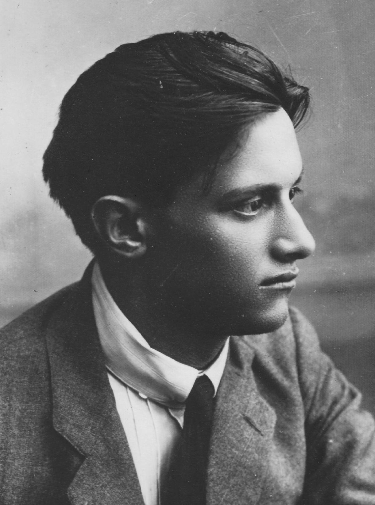 Avshalom Feinberg in Paris before the war