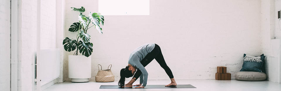 2016_wk22_ALL_0069_LULU_aus_MK_Womens_Commute_Yoga_Apres_6333-Edit-WEBsm-990px-1.jpg