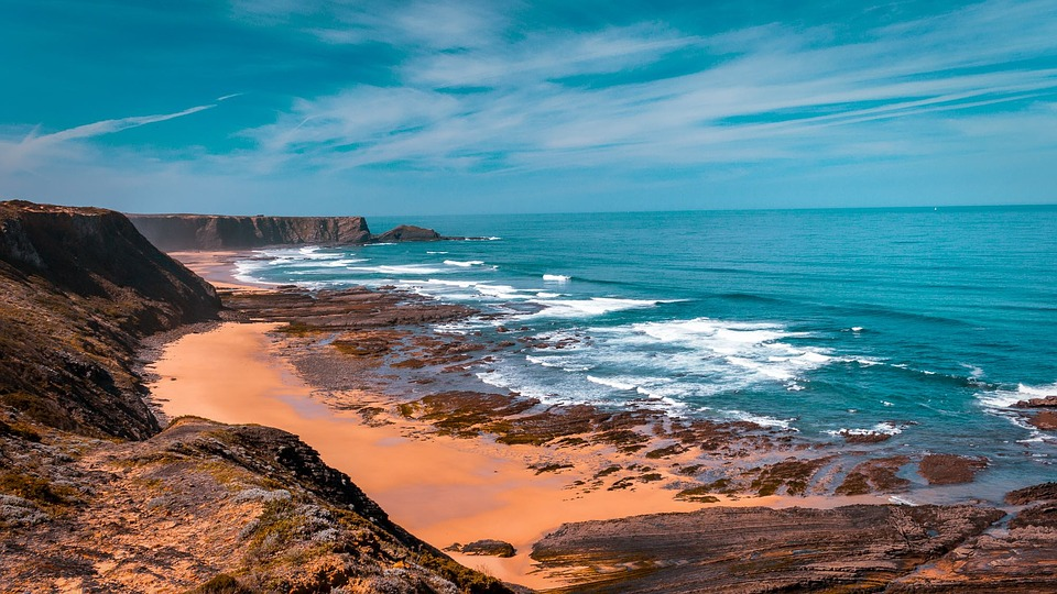 Bright, beautiful vista of the ocean and cliffs of Portugal