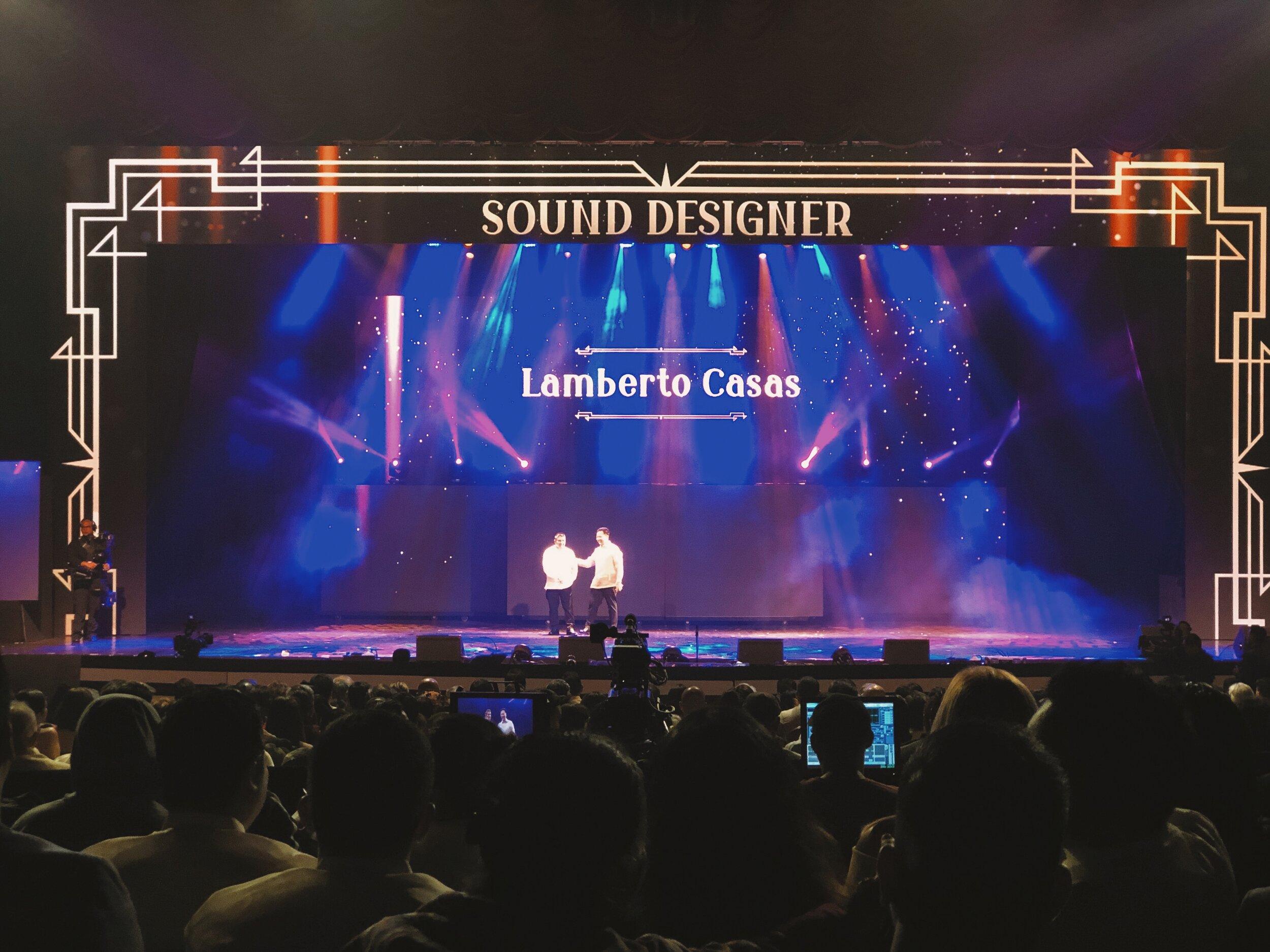 Lamberto Casas receiving the Sine Sandaan Luminary Award.