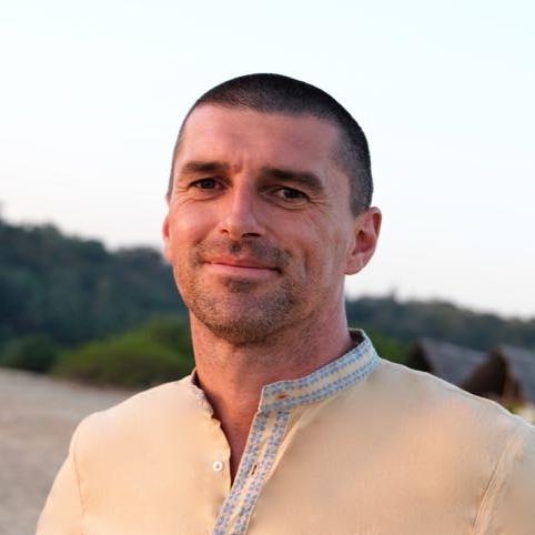 Paul Macnamara Akhanda Yoga Teacher .jpg