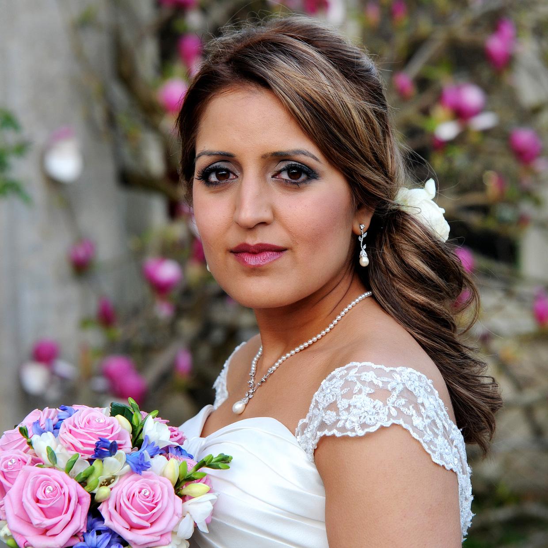 bride portrait with flowers