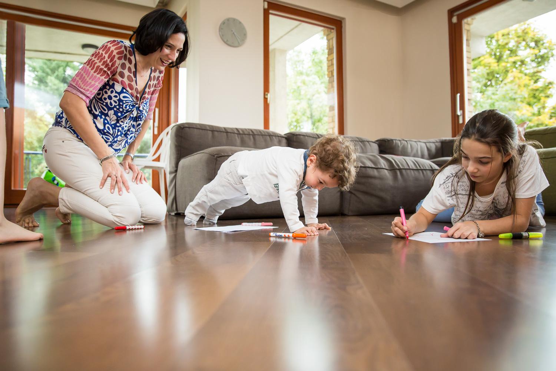 sandra ruth stuttgart family photographer Mom and Children Drawing in Livingroom.jpg