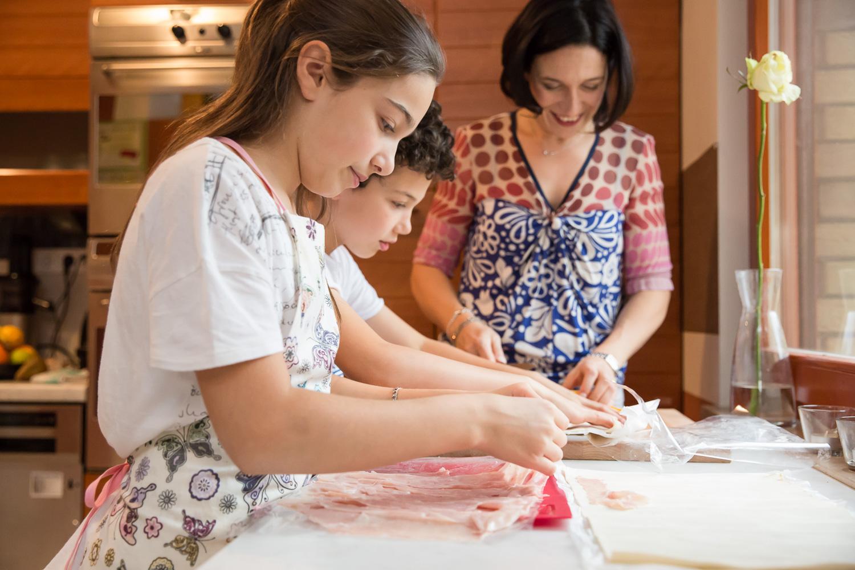 sandra ruth stuttgart family photographer Mom and Children Preparing Snack in the Kitchen.jpg