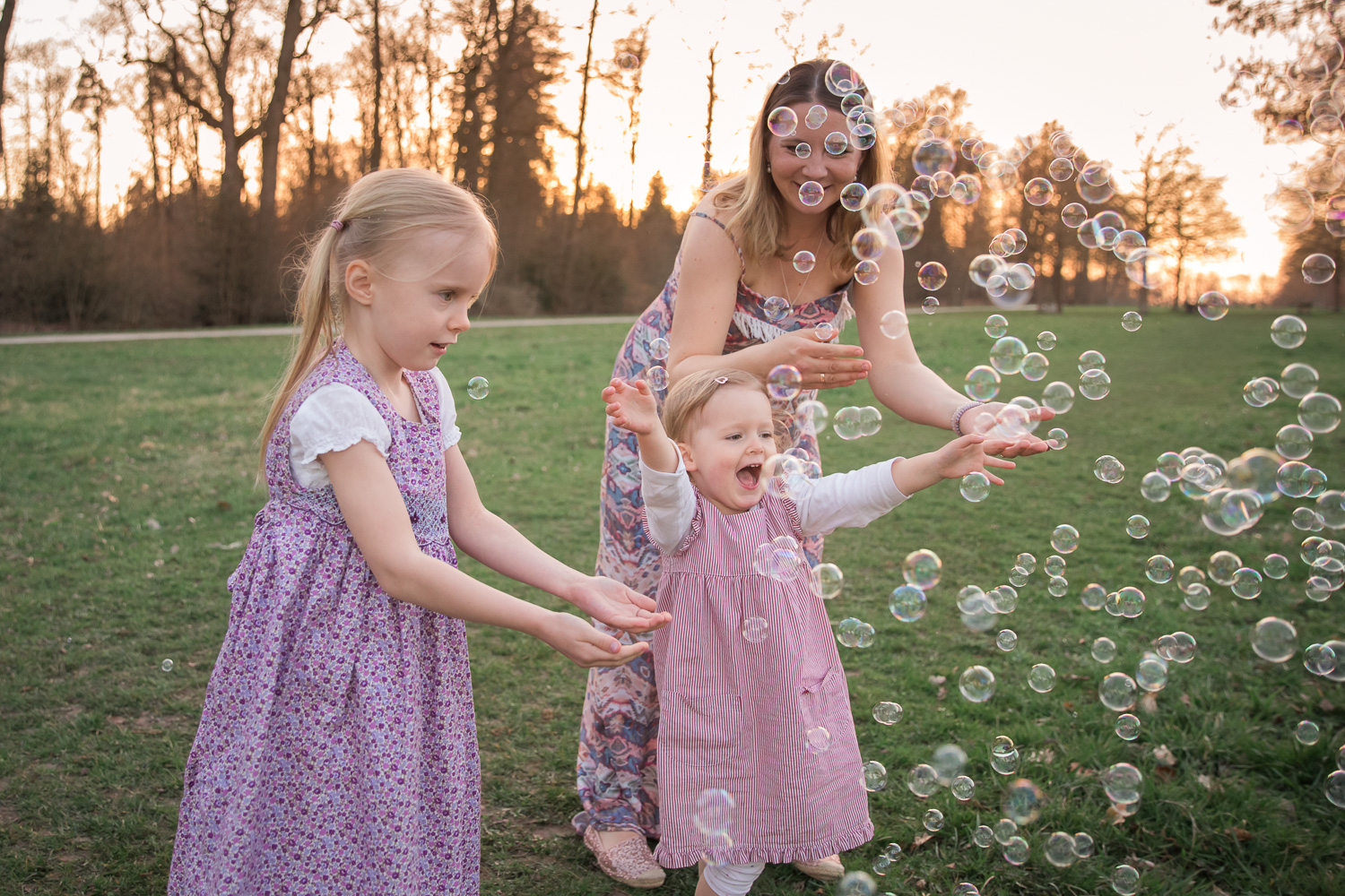 Sandra Ruth Photography Mom and Girls Playing With Bubbles.jpg