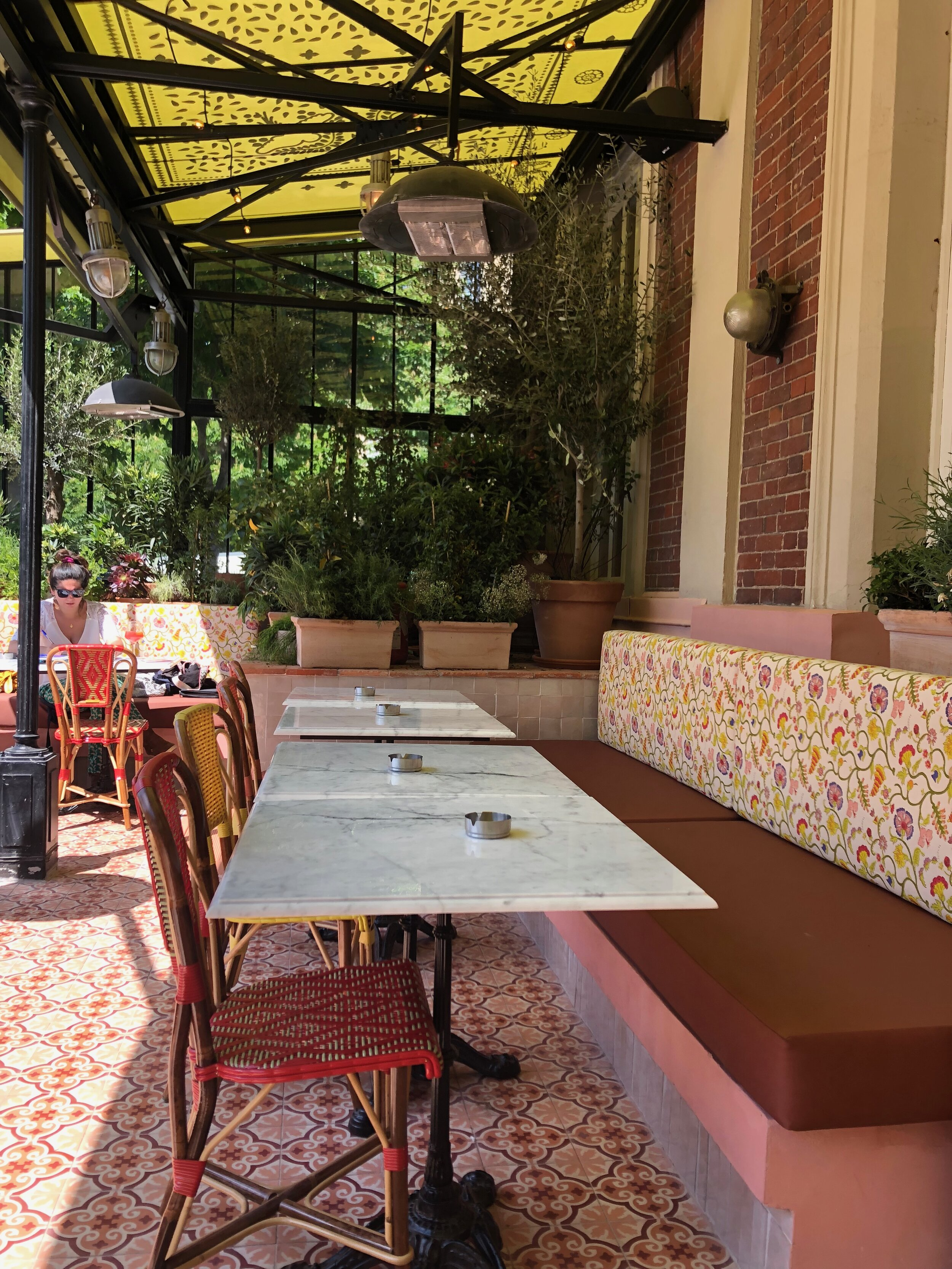 The terrasse has been covered with cement tiles and zelliges
